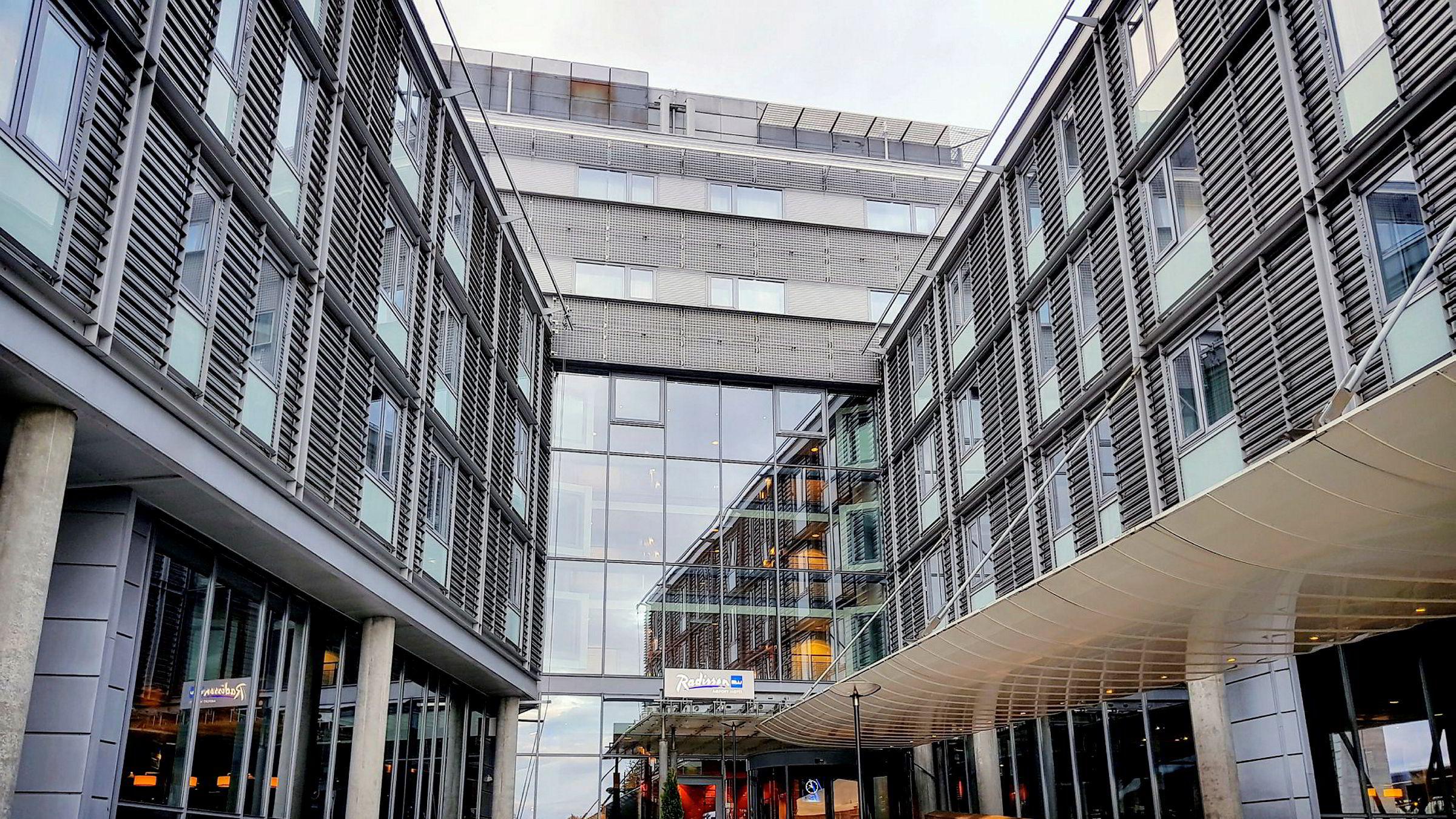 Radisson Blu Airport Hotel Gardermoen har utmerket beliggenhet, men bærer preg av slitasje.