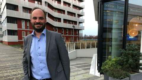 Hugo Dijkgraaf er ny sjef i Wintershall Norge. Her foran kontoret i Jåttåvågen i Stavanger.