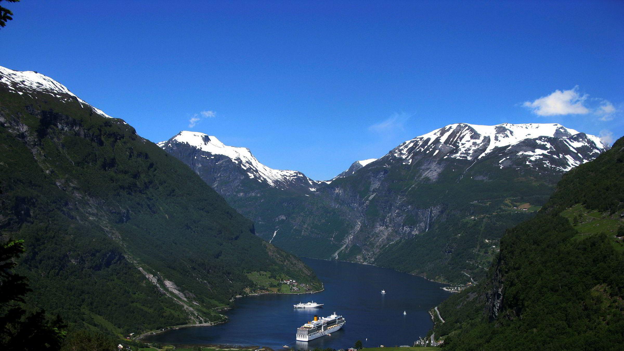 Det ventes rekordmange cruisegjester til Norge i år. Bildet viser Geiranger, et av de mest populære cruiseanløpene her i landet.