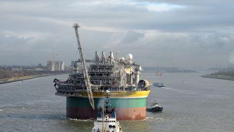 Det var et agenthonorar tilknyttet den flytende oljeproduksjonsenheten «Sevan Piranema» som femten år etter avtaleinngåelsen er blitt til et søksmål i tingretten i Trondheim. Her er «Piranema» på vei til Brasil i 2007, fotografert i Den engelske kanal.