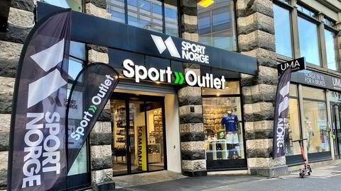 Sport Norge har butikker over hele Norge. Her fra Storgata i Oslo. Det er Sport Norge-butikkene som blir rammet av strategiendringen, og ikke Sport Outlet som i Oslo har butikk i samme lokale.