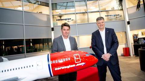 Det var et krav fra nye investorer at Norwegian greide å beholde nøkkelpersonell, skriver flyselskapet i sin redegjørelse til regjeringen om bonusene som ble gitt til tidligere konsernsjef Jacob Schram (t.h.) og finansdirektør Geir Karlsen.