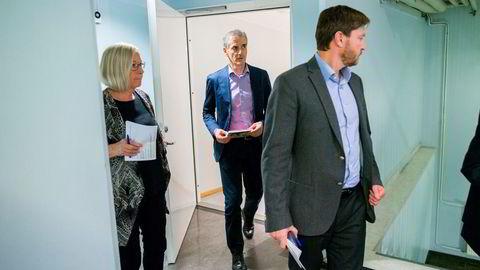 Flere partier varsler bekymring om bruken av DUUFK, Stortingets hemmeligste komité. Her er Jonas Gahr Støre, Marit Arnstad og Christian Tybring-Gjedde på vei ut fra et møte i 2015, som handlet om situasjonen på den norsk-russiske grensen i Øst-Finnmark.