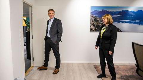 Abraham Foss (til venstre) blir ny sjef i Avinor fra februar neste år. Styreleder Anne Carine Tanum har en klar forventning om at den statlige eieren og driveren av flyplasser skal kutte kostnader.