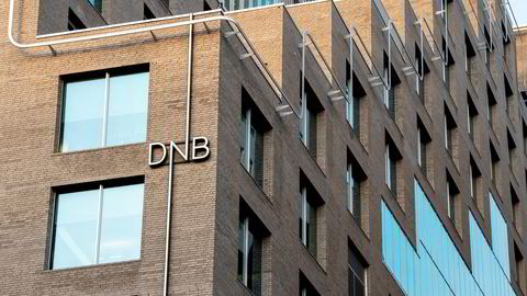 DNB anbefaler og fronter både indeksfond og aktivt forvaltede fond i rådgivning og markedsføring, skriver Håkon Hansen i innelgget.