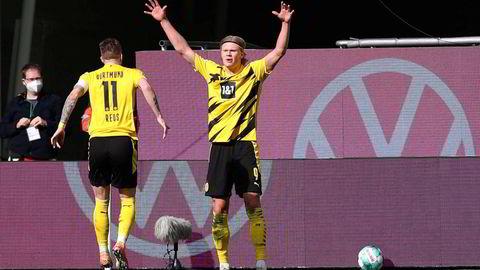 Erling Braut Haaland har scoret 38 mål på 37 kamper i alle turneringer denne sesongen. Neste kamp for jærbuen og hans Dortmund er cupfinalen mot RB Leipzig senere denne uken. Her er han avbildet sammen med tyske Marco Reus under en kamp i slutten av april.