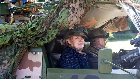 Statsminister Erna Solberg har vært på flere militære besøk, som her på Værnes garnison, men aldri til landet der norske soldatliv virkelig har vært i fare, Afghanistan.