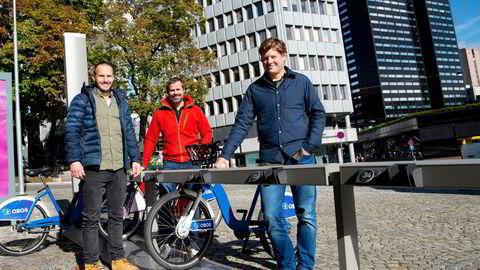 Norrøna-sjef Jørgen Jørgensen (til høyre), markedsdirektør Martin Lien (til venstre) og tidligere viseadministrerende direktør Espen Falck Engelstad (midten). Her på Virke sin Handelskonferanse.