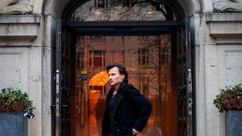 Petter A. Stordalen, her utenfor hovedkvarteret til Strawberry-konsernet, har for første gang latt hovedbankforbindelsen DNB ta pant i hans norske hotelldriftsselskaper.