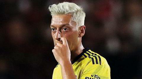 Ett års ensomhet. Få fotballstjerner har følelsene mer på utsiden av skjorten enn Mesut Özil, som siden fjorårets VM har gått fra tierrollen i Tyskland til reservebenken i Arsenal.