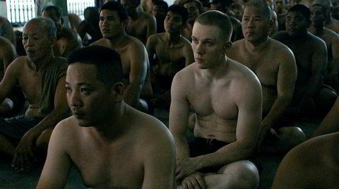 Uten lov og dom. Den britiske bokseren Billy Moore havnet i fengsel i Thailand og skrev bok om det. «A Prayer Before Dawn» er en blodig kunstnerisk tolkning av biografien.