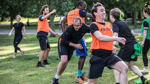 Britisk treningstrend: Voksne leker seg spreke i parken
