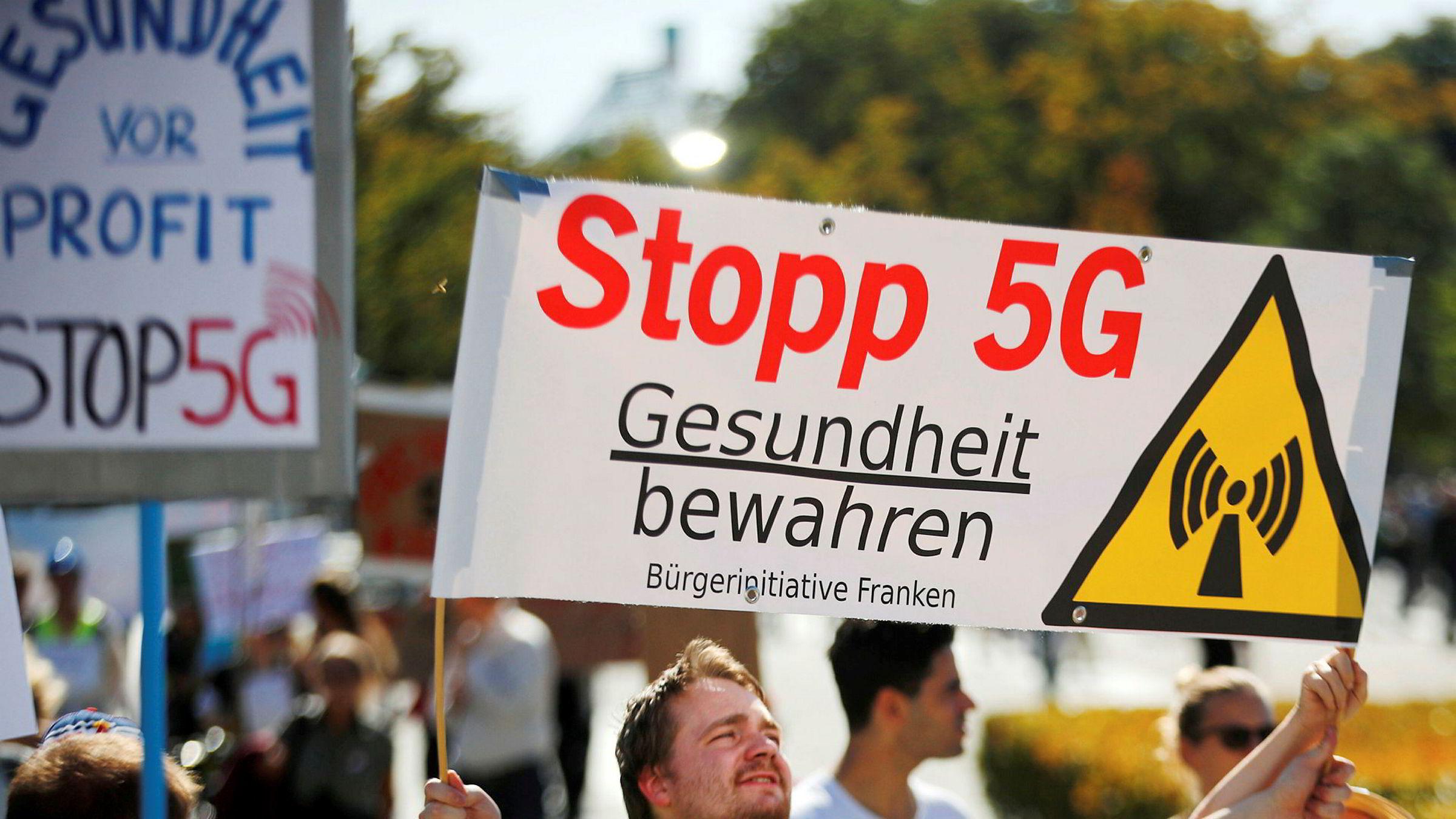 Det var demonstrasjoner utenfor den tyske nasjonalforsamlingen mot utbygging av 5G i høst. Tyske politikere vurderer å utestenge tyske Huawei av sikkerhetsårsaker – slik norske myndigheter har gjort. Det kan føre til reaksjoner fra Kina.