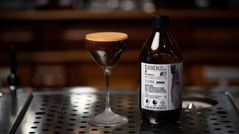 På resept. Svanen Cocktailbar ligger i lokalene til det gamle Svaneapotheket fra 1896. Nå lanserer baren ferdigmikset blandevann på brune glassflasker – ikke ulike flaskene man ble foreskrevet av apotekeren i hine hårde dager.