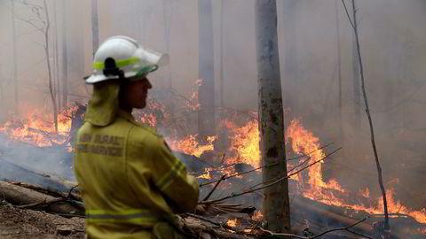 Brannvesenet i delstaten New South Wales opplyser mandag at de har kontroll på den enorme brannen i Gospers Mountain nordvest for storbyen Sydney. Brannen har vært ute av kontroll i nær tre måneder.