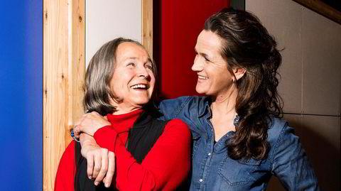 Gro Nylander (til venstre) måtte bake brød for å vise at hun som legestudent også var en god mor. Hennes legedatter, Astrid Nylander Almaas, mener dagens mødre må lære seg å ta en bolle.
