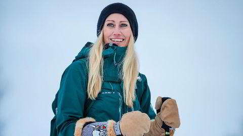 Kommunelege Camilla Underland fikk hyttefolket til å reise hjem i fra Hemsedal. Nå er hun nesten alene i tomme fjellsider. – Det er ikke fordi vi vil ha bakkene for oss selv. Vi er helt avhengige av hyttefolket. Dette er en alvorlig situasjon også for Hemsedal, sier hun.
