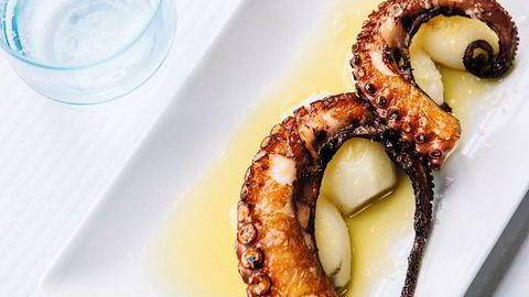 Blekkert. Sprøstekt, smørmør blekksprut serveres på strandkroer, til en slikk og ingenting i Spanias bløteste region