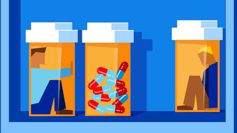 I samme periode som denne grelle sannheten om opioidene litt etter litt har kommet frem i USA, har bruken av de samme pillene økt her hjemme. Fra 2004 til 2020 er antall pasienter med resept på det sterke og mest utbredte preparatet oxykodon tidoblet, til over 62.000 brukere