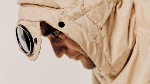 Hold brillene. Det italienske motemerket C.P. Company feirer 5o år med allerede utsolgt bok – men jubileumsboken er i skrivende stund fortsatt tilgjengelig hos et knippe herremotebutikker i Oslo, Bergen, Kristiansand, Stavanger og Tønsberg.