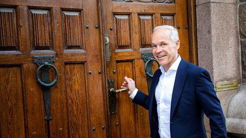 Finansminister Jan Tore Sanner skal tirsdag formiddag legge frem sitt første reviderte nasjonalbudsjett.