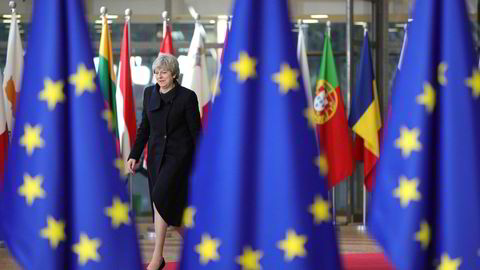 Storbritannias statsminister Theresa May på EU-toppmøtet i Brussel torsdag. Fredag fikk hun ikke være med – da skulle de øvrige lederne nemlig diskutere forhandlingene med henne.