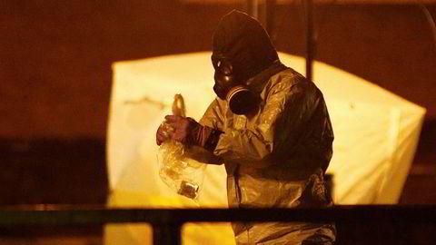 Den tidligere russiske GRU-agenten Sergej Skripal og datteren Julija ble funnet forgiftet i Salisbury 3. mars. Her tas prøver i parken der de to ble funnet i kritisk tilstand.
