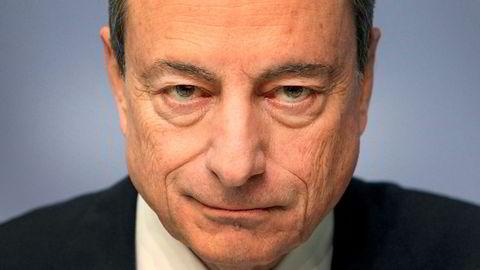 Sentralbanksjef Mario Draghi skrur opp vekstprognosene.