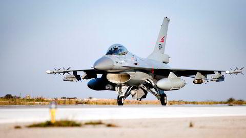 Norske F-16 jagerfly var med å slippe bomber over Libya under Operation Odyssey Dawn i 2011.  Flyene holdt til på den norske basen på Souda Air Base på Kreta etter endt tokt.