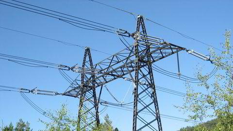 Det har vært rekordlav strømpris i både 2. og 3. kvartal i år. For å finne lavere strømpris for husholdningene må man må tilbake til 3. kvartal 2000.
