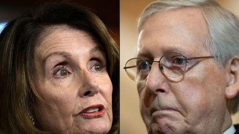 Demokratenes flertallsleder i Representantenes hus, Nancy Pelosi, forhandler om en koronakrisepakke med Republikanernes flertalssleder i Senatet, Mitch McConnell. Nå pågår forhandlingene gjennom helgen i Washington, D.C.