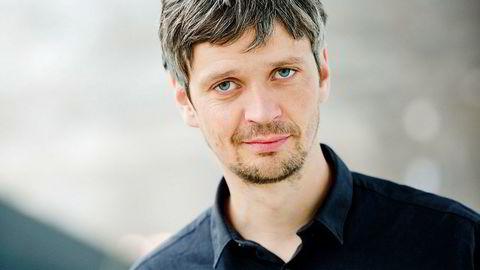Travel, tross alt. – Det har vært et ganske sært år, sier filmfotograf Sturla Brandth Grøvlen. Selv om filmbransjen har vært lammet av koronaviruset, har han hatt fire premierer og spiller denne høsten inn en film på Island.
