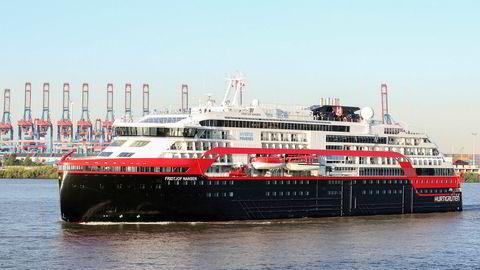 Hurtigrutens «Fridtjof Nansen», her ved havnen i Hamburg.