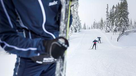 Doktorgradsstipendiat Randi Grønnestad mener det er alarmerende at fluornivåene var mye høyere i skiområdet enn ellers, spesielt når prøvene var tatt om sommeren.