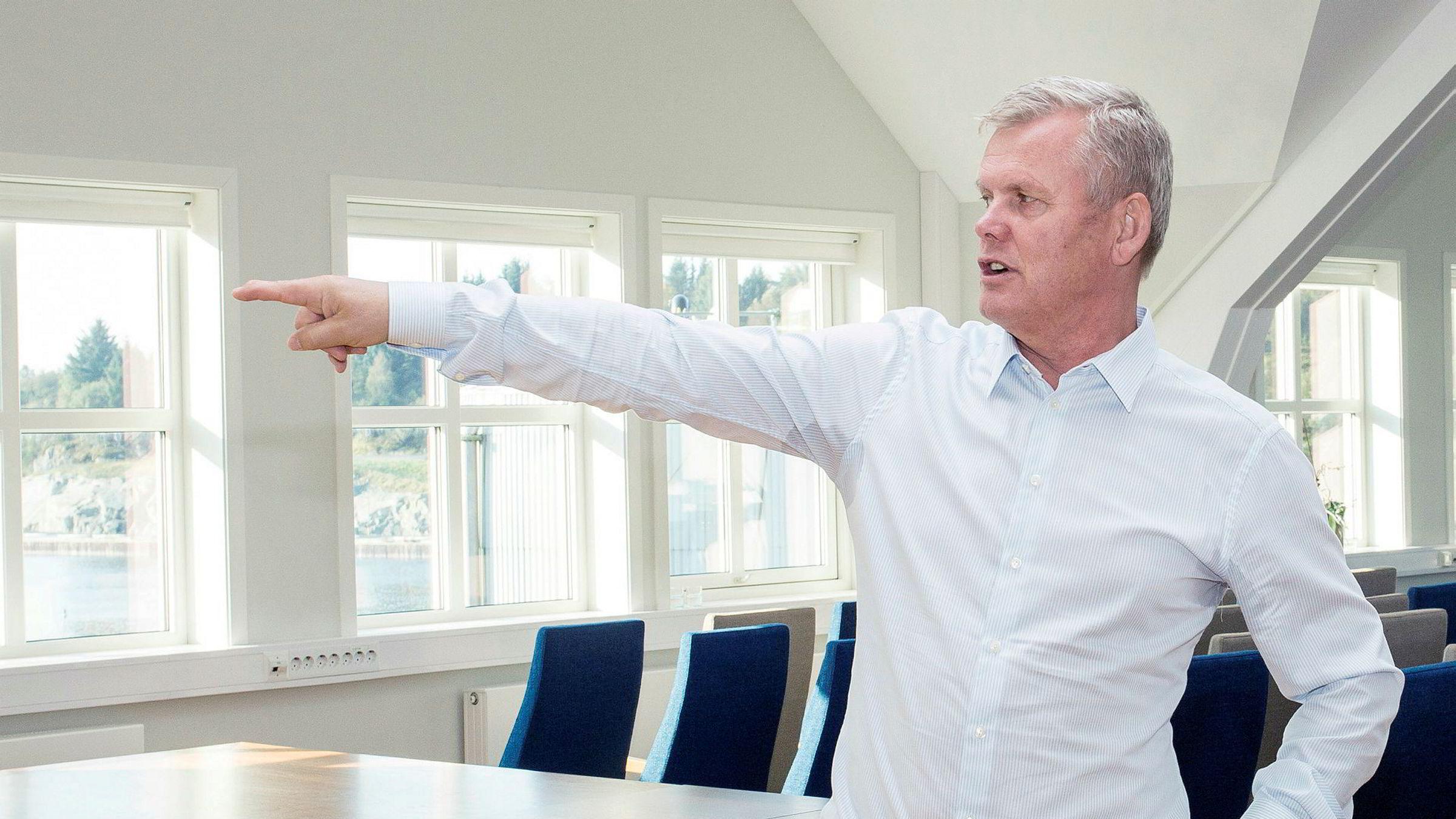 Laksemilliardær Helge Møgster mener lakseskatt kan føre til utflagging.