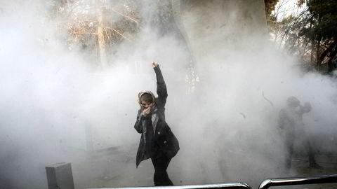 Fra en demonstrasjonene ved universitetet i Teheran lørdag.