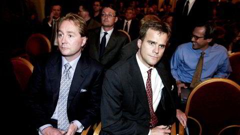 Helge Lund (til høyre) var sentral i Kjell Inge Røkkes plan for å sikre seg Kværner, men Røkke la ikke skjul på sin skuffelse da Lund forlot topplederjobben i Aker Kværner et par år senere. Nå møtes de igjen innen olje og gass, denne gangen med hver sin rolle i samarbeidsprosjektet Aker BP. Her fra 2001. Foto: Per Ståle Bugjerde