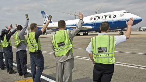 Et United Airlines-fly tar av fra Dulles International Airport i Washington til Beijing. Amerikanske flyselskaper risikerer nå å miste landingstillatelser i Kina på grunn av den politiske striden om Taiwan.