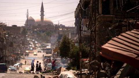 Det er nå klart at slaget om å ta tilbake Mosul fra IS har utfoldet seg på verst tenkelige vis, etter mange illevarslende tegn fra starten av, skriver artikkelforfatteren. Her fra Mosul få dager etter at IS trakk seg ut av byen.