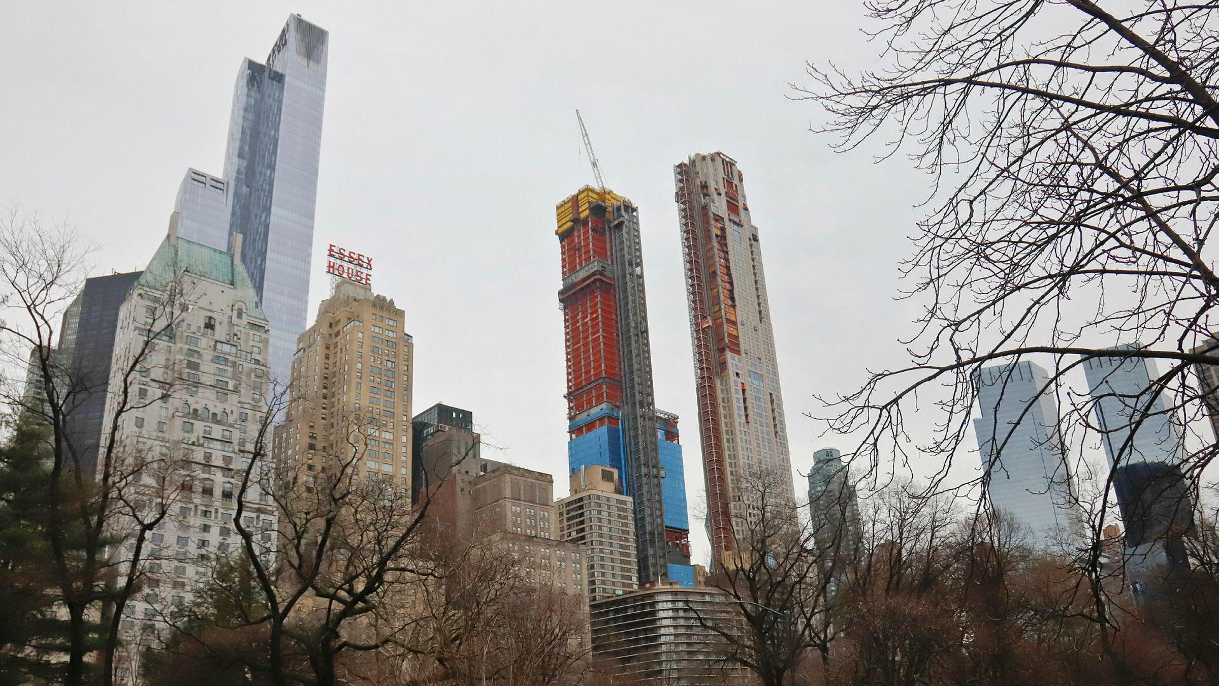 Eiendomsutvikler eiendomsutvikleren Simon Koster går fra å være blant utbyggerne i «Billionaires row», eller milliardærrekken ved Central Park i New York, til å utvikle bokollektiver.