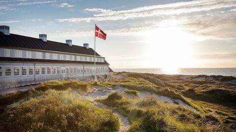 Mot solen. Svinkløv Badehotel var relativt lite da det ble tegnet i 1925, men ble snart utvidet. I 1934 sto det ærverdige hotellet ferdig slik vi kjenner det – ytterst mot havet på Nordjylland.