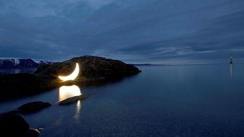 Lys tid. Siden 2003 har Leonid Tishkov tatt sin måne med på en reise verden rundt. – Min private måne bidrar til å gjøre vår jord til en magisk plass, som må bevares som den største skatten, sier han om lysinstallasjonen «Private Moon», som vises 1.–3. november i havnebassenget.