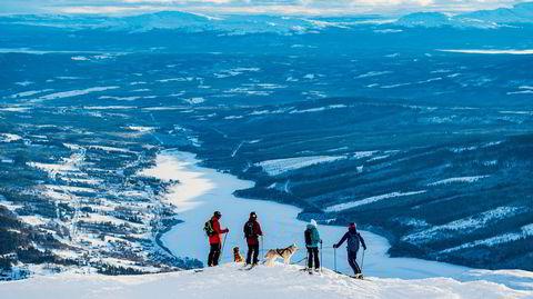 Åremål. Åres trekkplaster er i realiteten ett stort fjell, Åreskutan. Fra toppen har man utsikt over dalen som i disse dager huser over 120.000 besøkende til Alpin-VM.