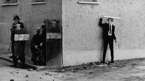 Konfliktorientert. Don McCullin skygget knapt unna noe konflikt- og kriseområde i andre halvdel av det 20. århundre. I 1971 kom han tett på konflikten i Nord-Irland, kjent som «The Troubles». Her i Londonderry.