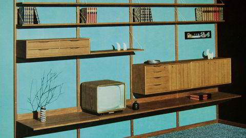 Fleksibelt. Veggen de Luxe var basert på en svensk modell som Torbjørn Afdal og Rolf Hesland videreutviklet. Reolsystemet ble produsert ved Erling T. Scheens møbelfabrikk og ble en salgssuksess.