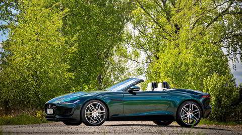 Jaguar F-type kler selvsagt fargen British Racing Green.