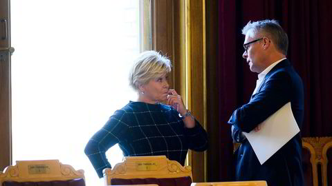 Fremskrittspartiet har i løpet av helgen bestemt at det ikke vil vente med milliardhjelp til flyselskapene. Fra høyre: Stortingsrepresentant Hans Andreas Limi og partileder Siv Jensen.