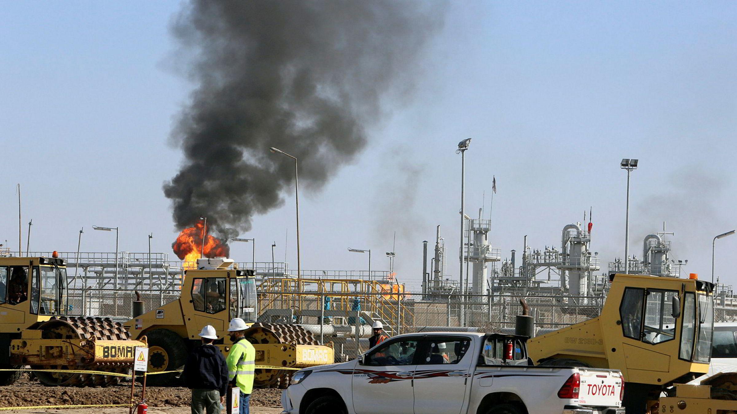 IEA fant få tegn til store endringer i olje- og gasselskapenes investeringer, hvor mindre enn 1 prosent av de totale kapitalutgiftene utenfor deres kjernevirksomheter har gått til ren energi. Her fra oljefeltet West Qurna-1 i Irak, hvor ExxonMobil er operatør
