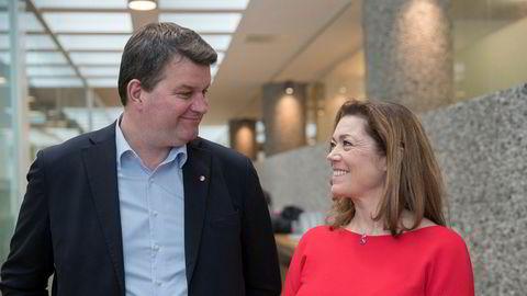 LOs leder Hans-Christian Gabrielsen og NHOs administrerende direktør Kristin Skogen Lund smiler etter starten av tarifforhandlingene 2018. LO og NHO representerer samtlige overenskomster mellom partene.