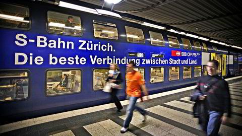 Sveits er blant landene som benytter tog med to etasjer. Sveits er for øvrig det landet i Europa hvor folk kjører mest tog. Foto: Dag W. Grundseth/Aftenposten/NTB Scanpix